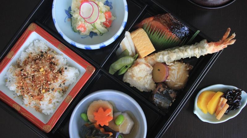 เมนูอาหารญี่ปุ่นสั่งกลับบ้านจากห้องอาหารยามาซาโตะ